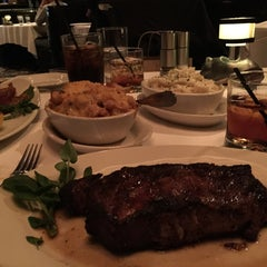 Photo taken at Morton's The Steakhouse by Cheearra E. on 5/15/2015