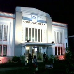 Photo taken at Stasiun Yogyakarta Tugu by Dhea on 7/8/2013