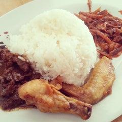 Photo taken at ARS Nasi Lemak Restaurant by Kamarul A. on 3/17/2013