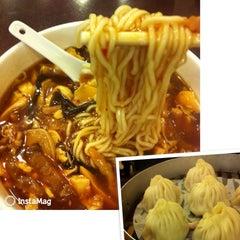 Photo taken at Wu Yueng Chun Shanghai Restaurant 滬揚川上海料理 by 田共 羽. on 9/6/2013