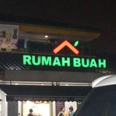 Photo taken at Total Buah Segar by bambang w. on 7/20/2013