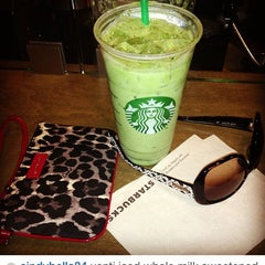 Photo taken at Starbucks by Cindy S. T. on 12/13/2013