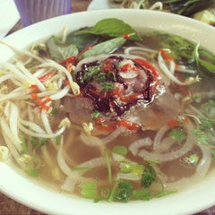 Photo taken at Toast & Pho by Kat W. on 8/13/2014