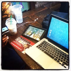 Photo taken at Starbucks by Llewellyn J. on 6/19/2013