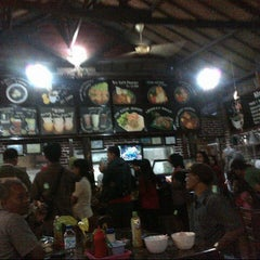 Photo taken at Bakso Kuto Wong Malang Cak To by dea D. on 7/21/2013