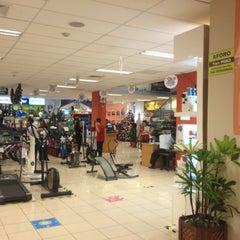 Photo taken at Importaciones Hiraoka by Jean Carlo R. on 11/22/2012