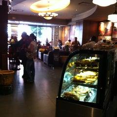 Photo taken at Starbucks by Gilberto R M. on 10/6/2012