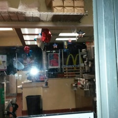 Photo taken at McDonald's by Dianne 💞 on 6/1/2014