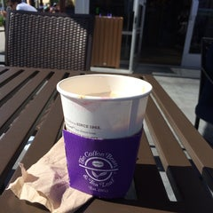 Photo taken at The Coffee Bean & Tea Leaf® by .. on 6/17/2014