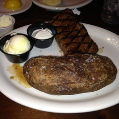 Photo taken at Texas Roadhouse Grill by Sarah Katlyn A. on 7/12/2013
