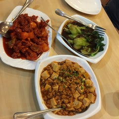 Photo taken at King Bee Chinese Restaurant by Johnson L. on 5/12/2015
