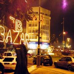 Photo taken at Pasar Karat (Bazar JB) by FyzKa PЯoPa KЯB™ on 9/16/2012