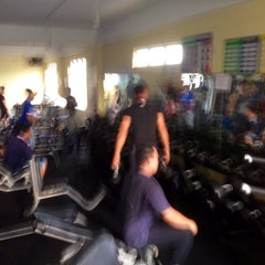 Photo taken at AL-FALAH Gym & Fitness Club by Hazry H. on 4/24/2014