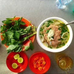 Photo taken at Phở Bắc Hải by Tom W. on 10/25/2014