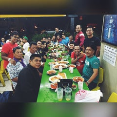 Photo taken at Rasa Rasa Muslim Thai Seafood Restaurant by Muhammad Fauzan A. on 6/11/2015