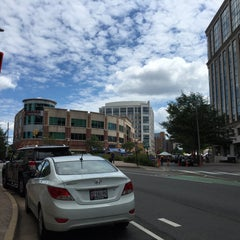 Photo taken at Clarendon by Misfer A. on 8/8/2015