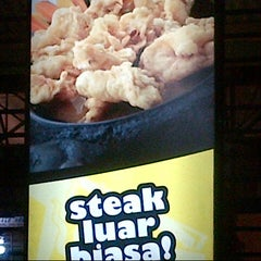 Photo taken at Waroeng Steak & Shake by Eka' P. on 12/6/2013