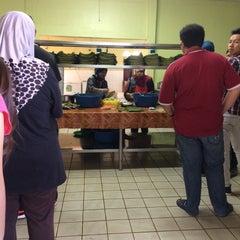 Photo taken at Restoran Zaman by Anuarhjmohamed on 4/26/2015