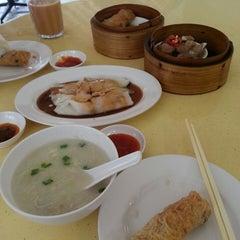 Photo taken at Hong Kong Zhai - House of Dim Sum 香港仔点心之家 by Laura O. on 3/21/2013