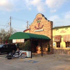 Photo taken at Lupe Tortilla - Houston Heights by Lasha G. on 4/16/2015
