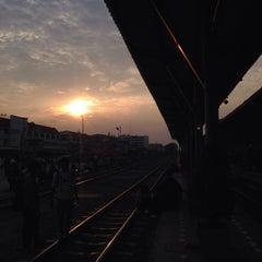 Photo taken at สถานีรถไฟศรีสะเกษ (Sisaket) SRT2273 by Thunyakorn K. on 2/20/2015