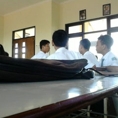 Photo taken at SMA Negeri 15 Surabaya by Sahrul F. on 7/22/2013