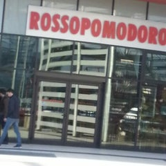 Photo taken at Rossopomodoro by Diana P. on 12/12/2012