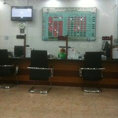 Photo taken at Vietcombank Phu Tho by Thu Hang L. on 6/27/2012