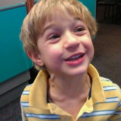Photo taken at Chuck E. Cheese's by Ariana Z. on 10/1/2011