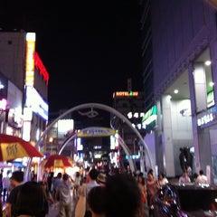 Photo taken at BIFF 광장 (BIFF Square) by Soohyun N. on 7/30/2011