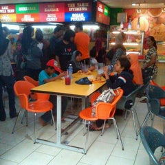 Photo taken at Restoran Hameed's by Mantoi M. on 5/28/2012
