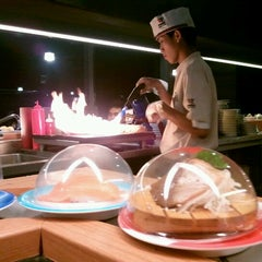 Photo taken at Heiroku Sushi (เฮโรคุ ซูชิ) by Dolly S. on 6/22/2012