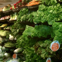 Photo taken at Farm Fresh by Leslie 🔆 H. on 1/1/2012