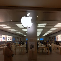 Photo taken at Apple Store, Campania by Massimiliano R. on 1/20/2012