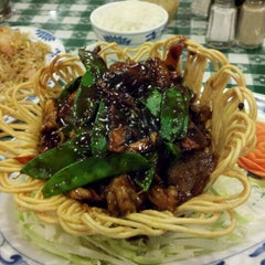 Photo taken at Luo's Peking House Chinese Restaurant by Marie on 12/1/2011