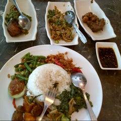 Photo taken at Ayam Goreng Kalasan by Christy on 8/9/2012