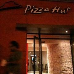 Photo taken at Pizza Hut by Valentín A. on 2/20/2012