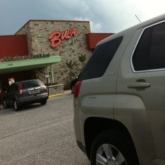 Photo taken at Buca di Beppo Italian Restaurant by Linda Ray C. on 8/31/2011