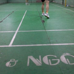 Photo taken at Dao Duy Anh Badminton Court by Hoang N. on 5/15/2012