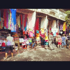 Photo taken at Pasar Seni Sukawati (Sukawati Art Market) by Nathalie S. on 7/7/2012