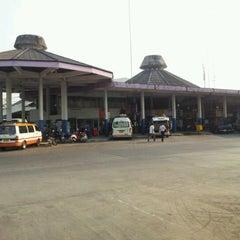 Photo taken at สถานีขนส่งผู้โดยสารเชียงใหม่ แห่งที่ 2 (อาเขต) Chiangmai Bus Terminal 2 (Arcade) by Adul T. on 2/28/2012