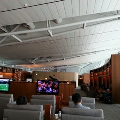 Photo taken at Asiana Airlines Business Lounge by Soomin K. on 8/26/2012