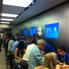 Photo taken at Apple Store, La Maquinista by Cristobal A. on 5/30/2012