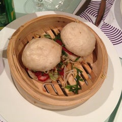 Photo taken at Lola Restaurante & Lounge by Marjorie G. on 3/29/2014