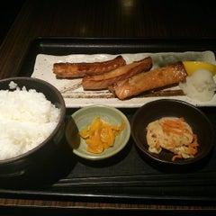 Photo taken at 焼魚食堂 魚角 学芸大学店 by shusaku y. on 4/7/2013