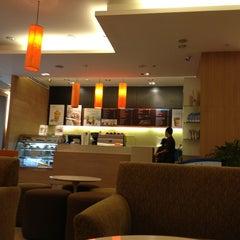 Photo taken at Café DoiTung (คาเฟ่ ดอยตุง) by Wichai T. on 9/22/2013