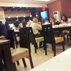 Photo taken at Happy Garden Restaurant by MR. WEN on 7/28/2013