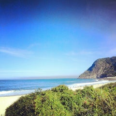 Photo taken at Praia de Itacoatiara by Veronica M. on 7/12/2013