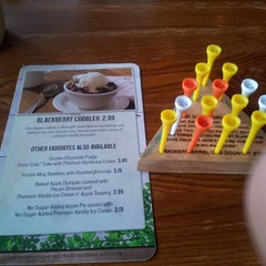 Photo taken at Cracker Barrel Old Country Store by Keisha D. on 5/25/2013