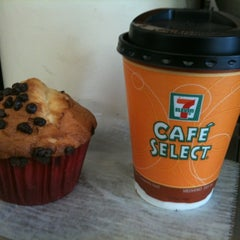 Photo taken at 7- Eleven by Mario C. on 11/2/2012